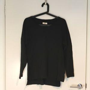 UGG raglan top in black. Size S